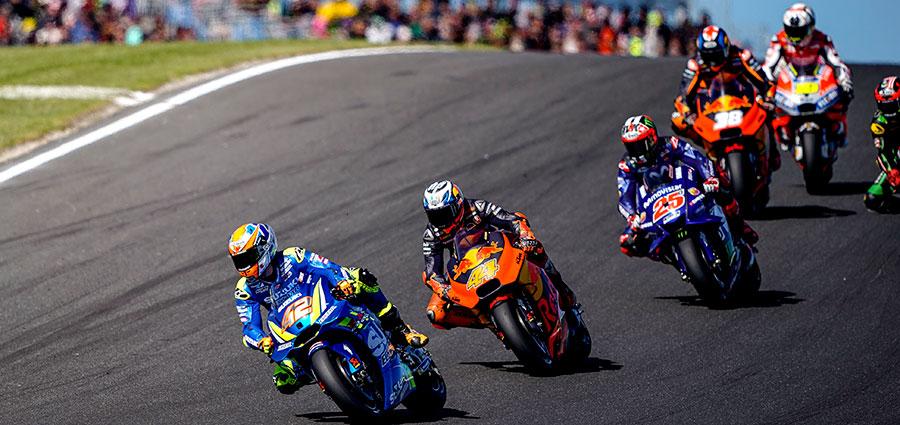 Suzuki fa festa anche con Alex Rins che è quinto precedendo Valentino Rossi