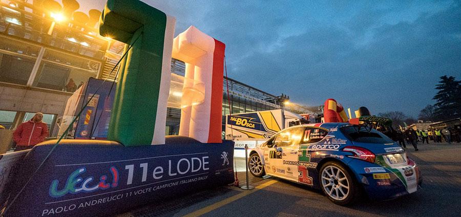 Non va come si sperava per l'undici volte Campione Italiano Paolo Andreucci con la Peugeot 208 T16 R5, diciannovesimo assoluto