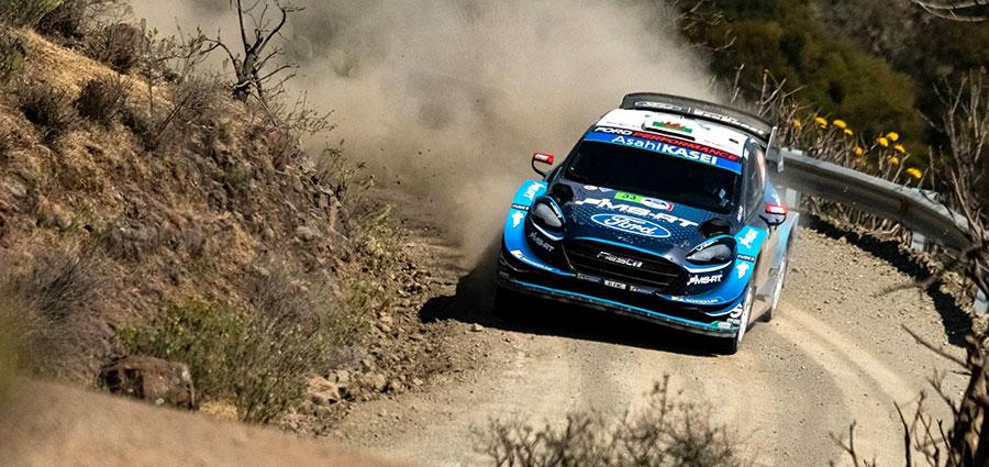 La Ford Fiesta WRC dell'inglese Elfyn Evans si porta sul terzo gradino del podio