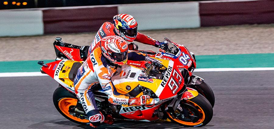 """Il """"corpo a corpo"""" di Marc Marquez e Andrea Dovizioso nelle ultime fasi di gara"""