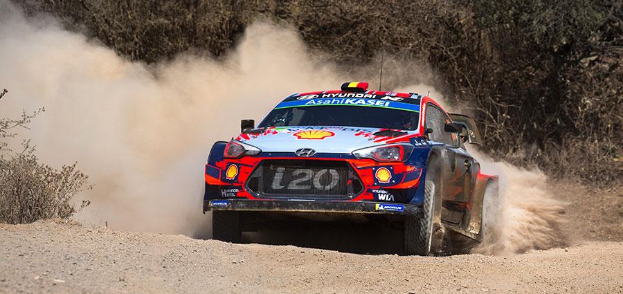 Thierry Neuville e Nicolas Gilsoul con la Hyundai i20 Coupé WRC terminano soltanto quarti