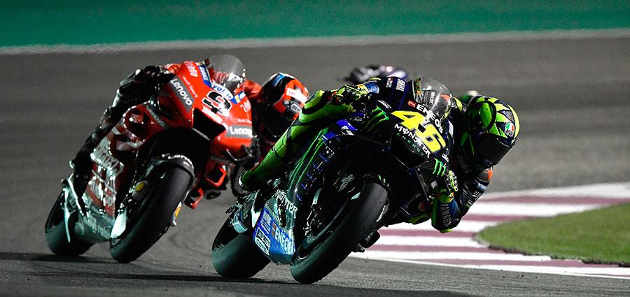 Esaltante rimonta dal quattordicesimo al quinto posto per l'intramontabile Valentino Rossi