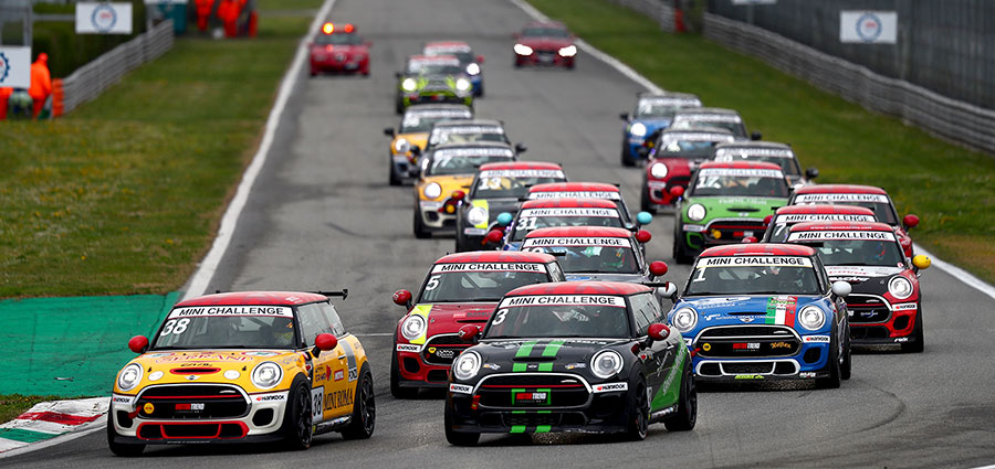 Lo start del Mini Challenge 2019 all'Autodromo Nazionale di Monza