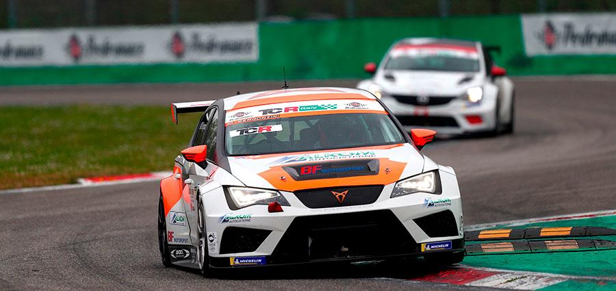 Matteo Bergonzini con la Cupra TCR di BF Motorsport vince entrambe le manche nella DSG
