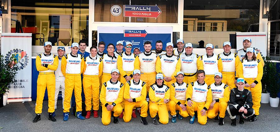 Il folto gruppo dei partecipanti al Suzuki Rallye Cup