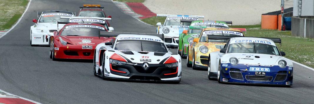 Lo start dei bolidi Gran Turismo della Coppa Italia al Mugello (Actualfoto)