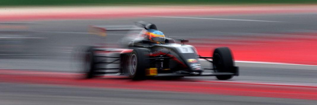 Intasca una stupenda tripletta Sebastian Fernandez all'apertura del campionato dell' Italian F4 Championship by Abarth