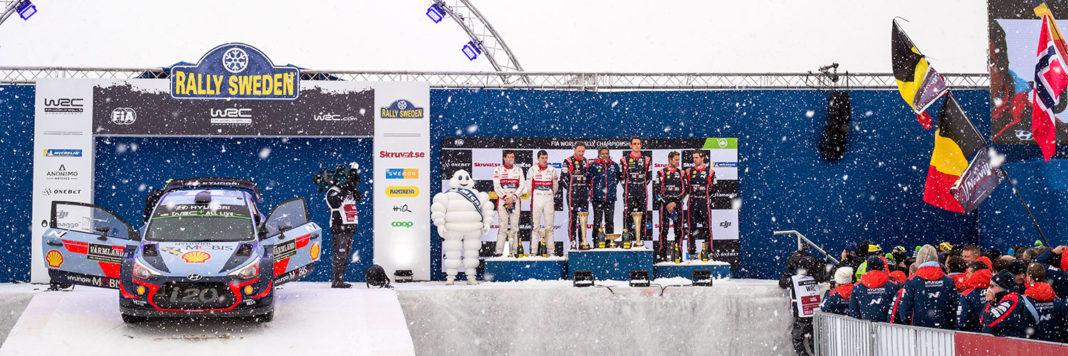 Il podio del Rally di Svezia con in bella evidenza la Hyundai i20 Coupe Wrc di Thierry Neuville