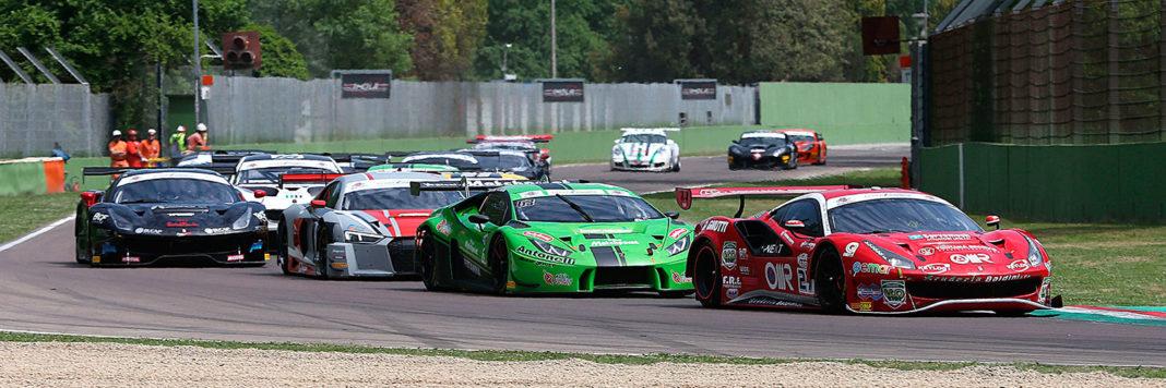 Lo start di gara 1 del Campionato Italiano GT 2018 all'Autodromo di Imola