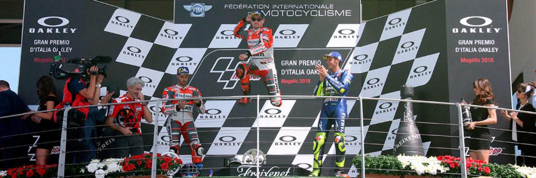 Il podio della MotoGP al Mugello con la coppia Ducati Lorenzo-Dovizioso e l'inossidabile Rossi (Foto Cavalleri-Betti)