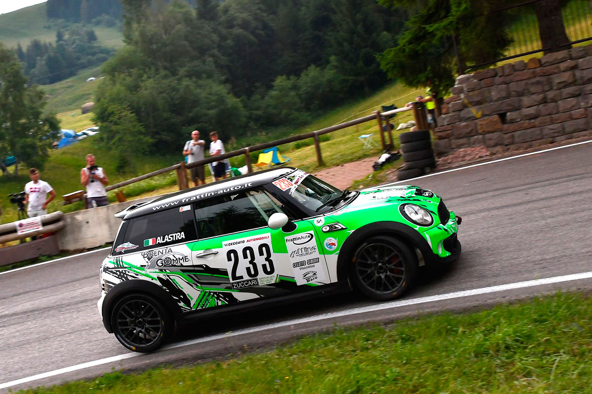 Isidoro Alastra con una Mini Cooper vince la Racing Start Plus
