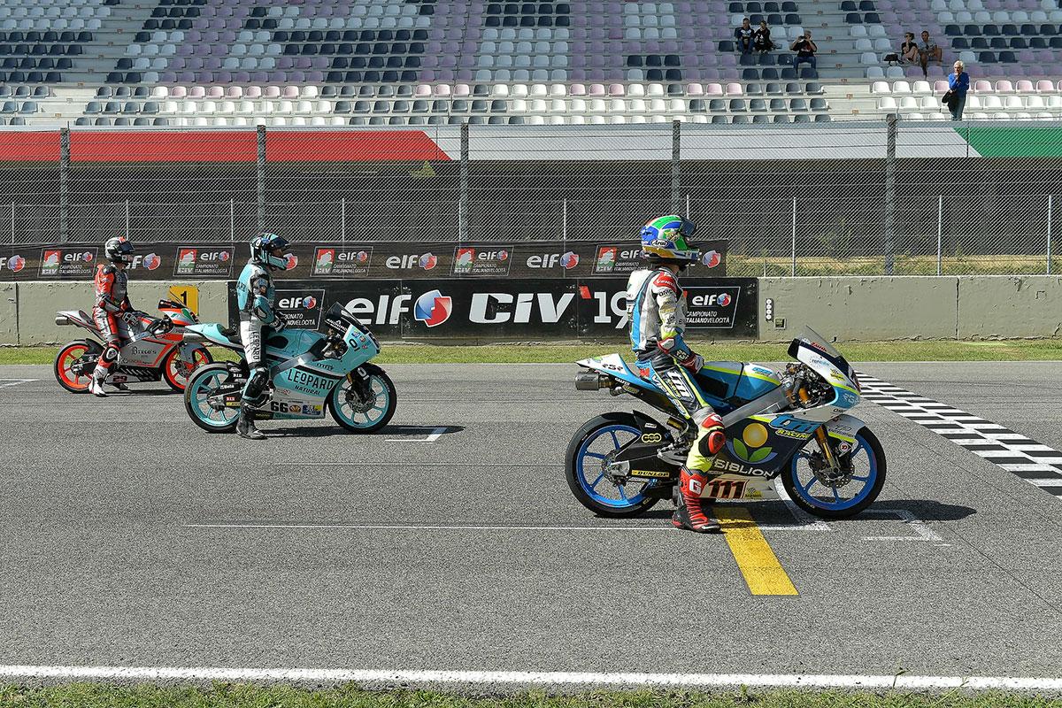 Griglia di partenza della Moto3 con Kevin Zannoni, Joel Damon Kelso e Nicholas Spinelli