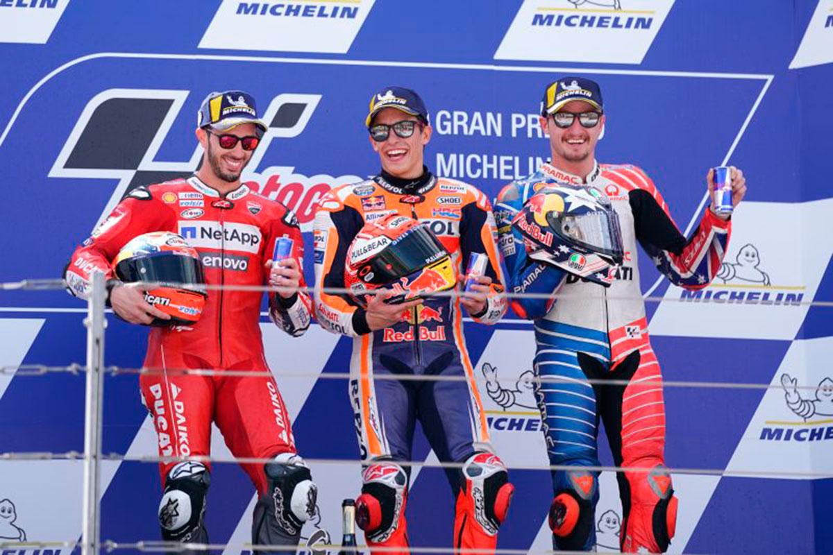 Il podio della tappa MotoGP ad Alcaniz con Marc Marquez, Andrea Dovizioso e Jack Miller