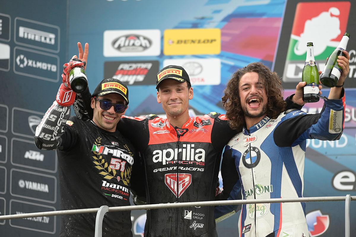 Il podio della SBK con Lorenzo Savadori, Michele Pirro e Andrea Mantovani