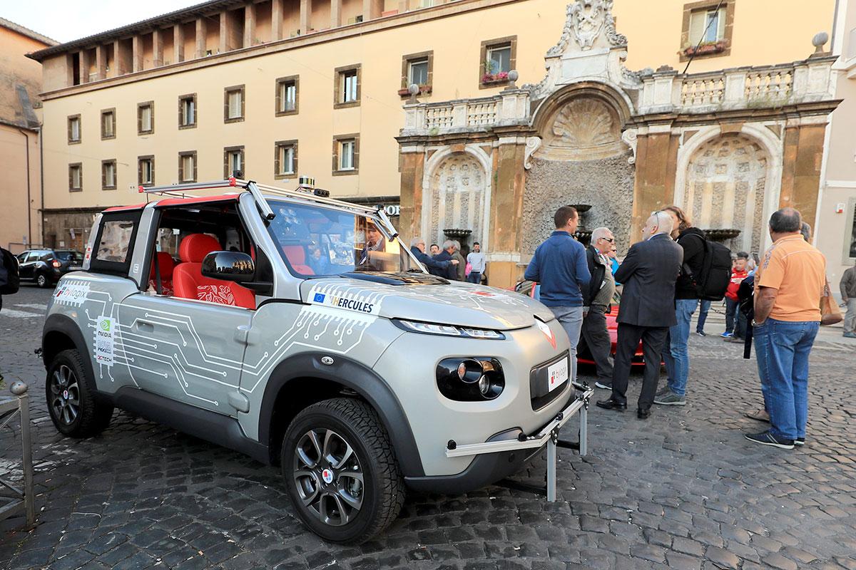 Interessante presenza di un prototipo di vettura a guida totalmente autonoma di livello 5, realizzata dalla Bylogix di Torino sulla base della Citroen E-Mehari