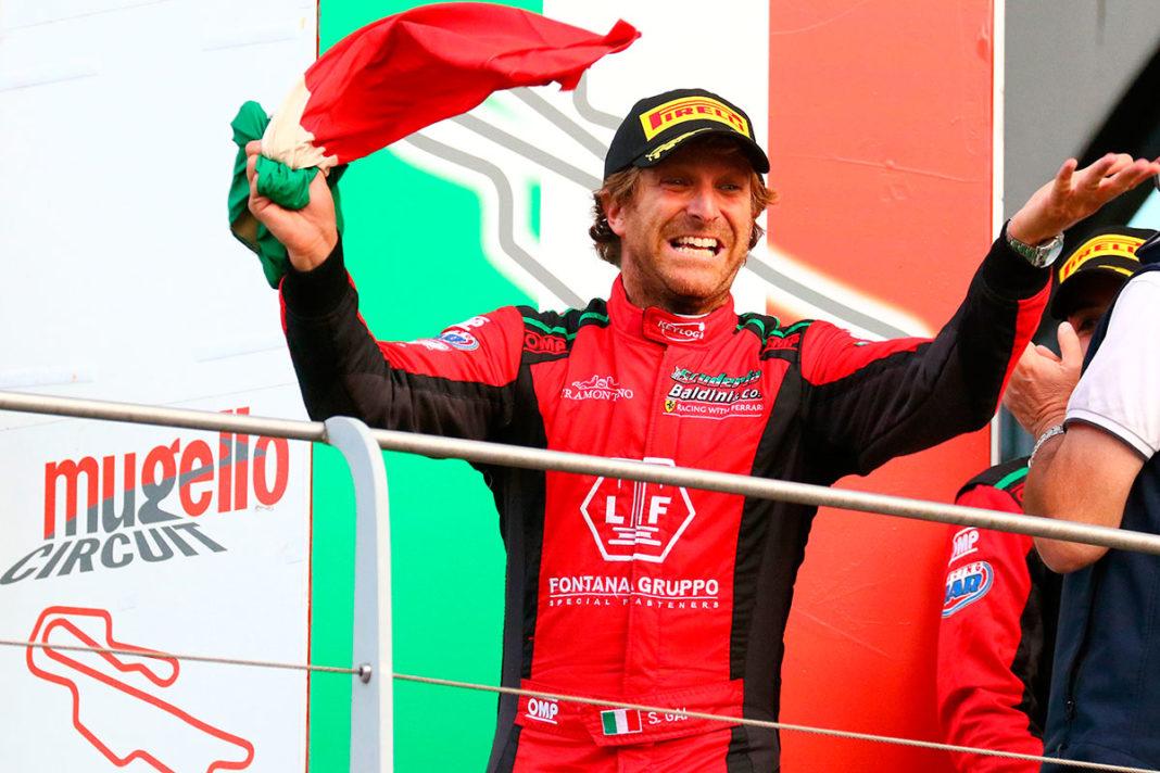 Esulta Stefano Gai per la conquista del titolo Italiano della serie GT Endurance con la Ferrari 488 di Baldini 27