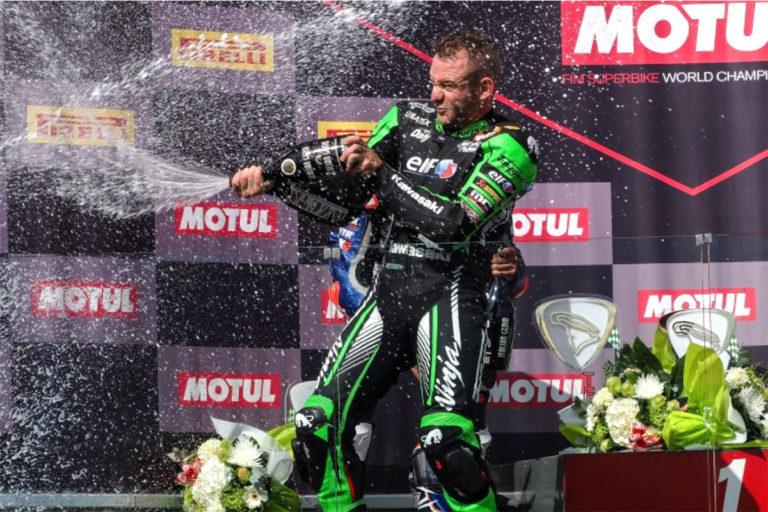 Lucas Mahias con la Kawasaki ZX-6R di Puccetti intasca la vittoria della tappa WSSP di Magny Cours