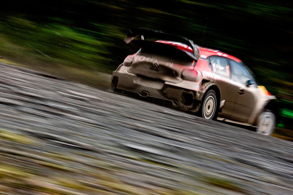Sebastien Ogier e Julien Ingrassia con la Citroen C3 WRC si portano sul terzo gradino del podio