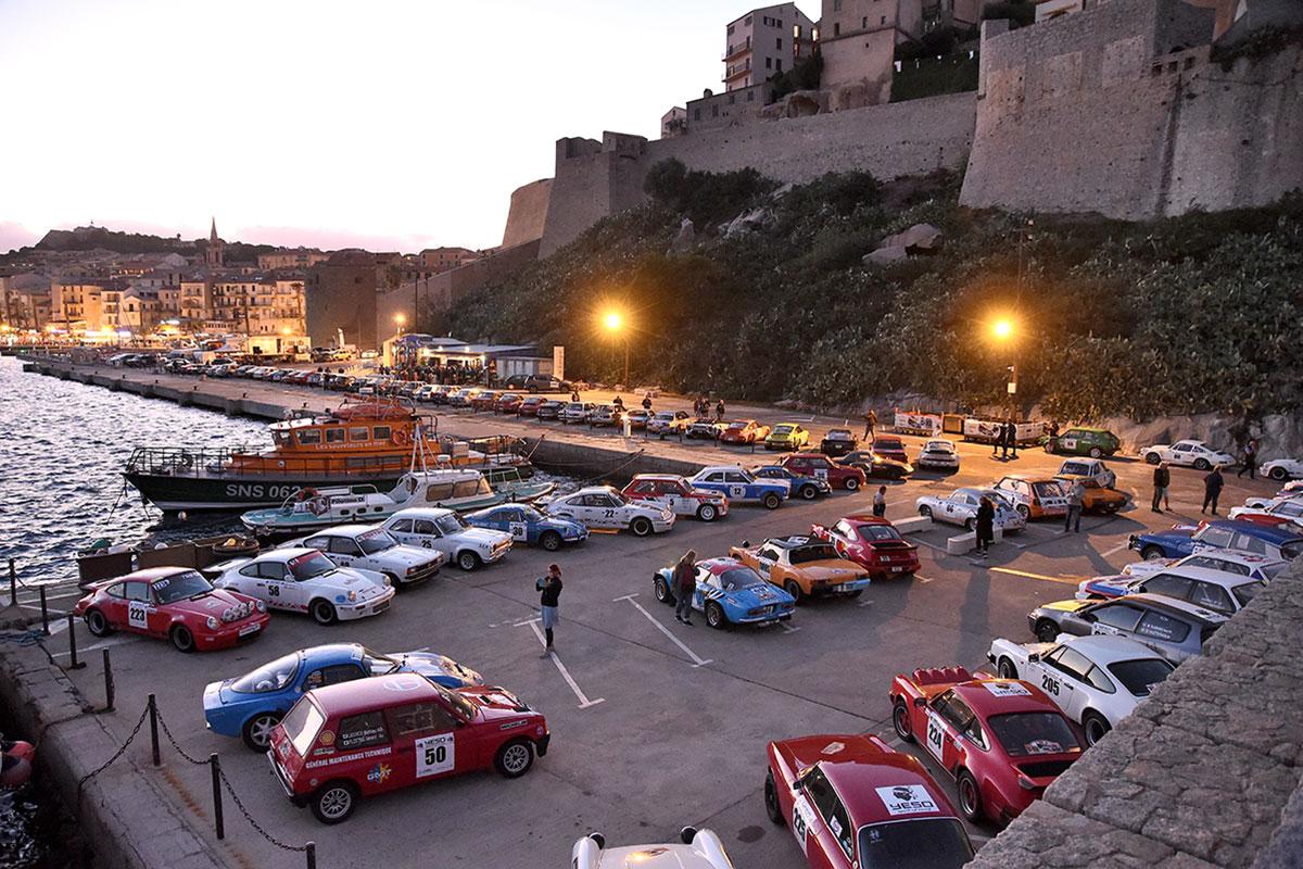 Un splendida panoramica delle vetture partecipanti al Tour de Corse Historique