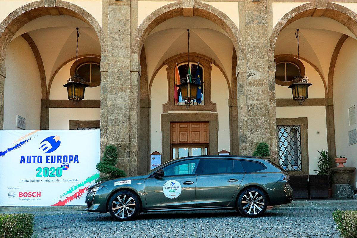 Molti i consensi per design e contenuti anche per la nuova Peugeot 508, in questa foto nella versione station wagon
