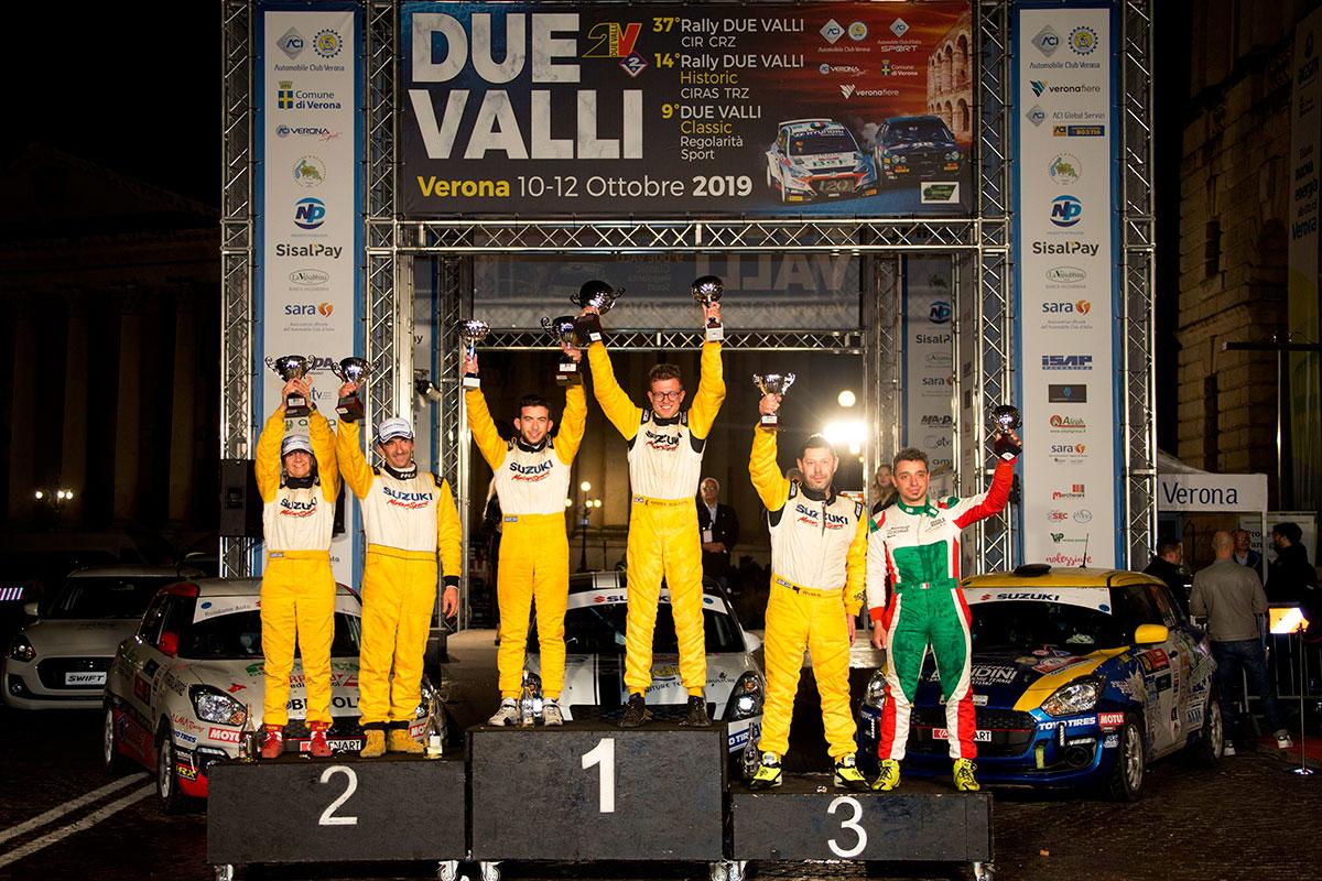 Il podio del Trofeo Suzuki con al centro il vincitore Andrea Scalzotto