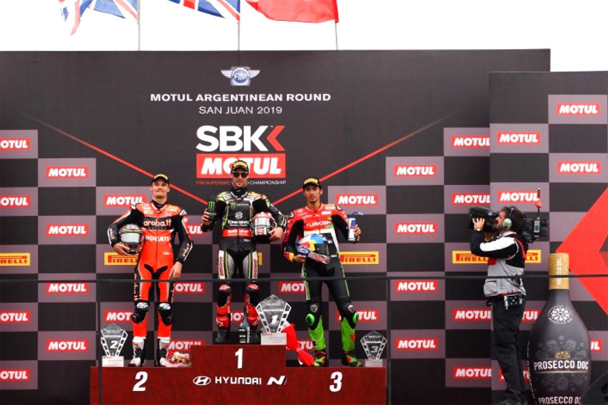 Il podio di gara 2 con Jonathan Rea, Chaz Davies e Toprak Razgatlioglu