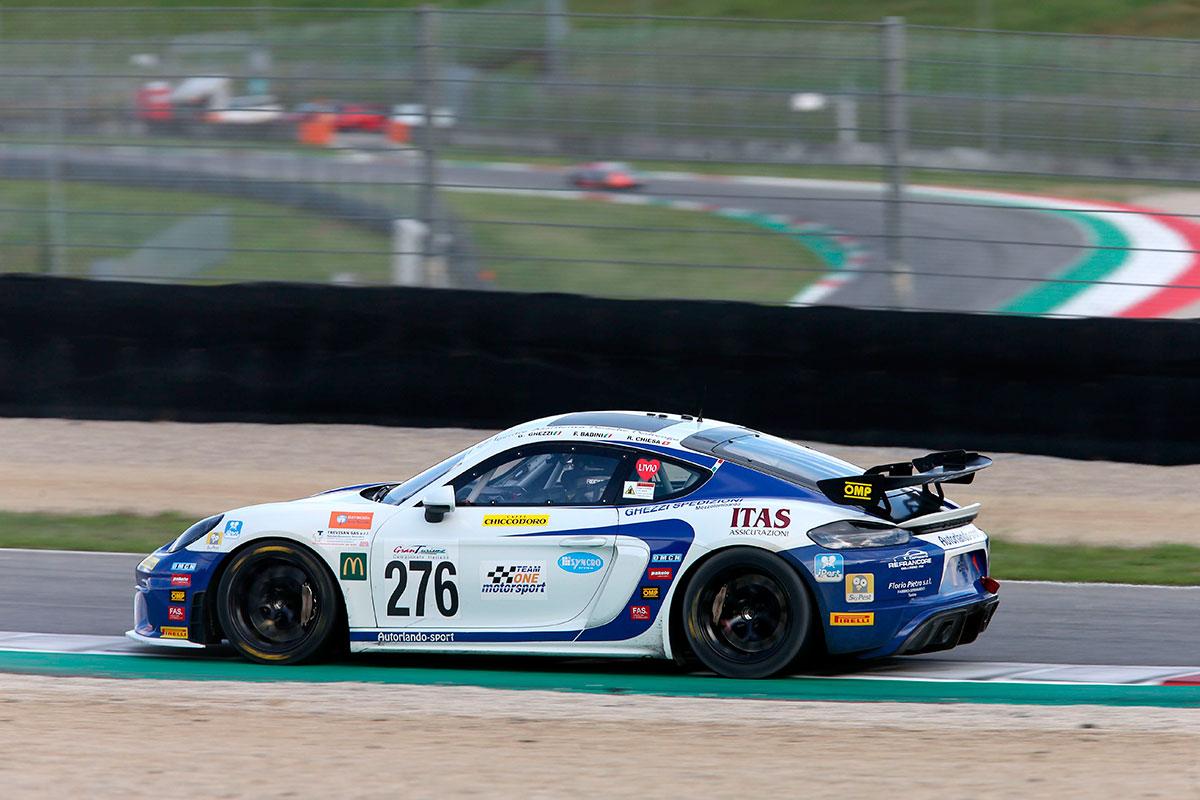 Vittoria in GT4 per la Porsche Cayman di Autorlando pilotata da Fabio Babini, Giuseppe Ghezzi e Riccardo Chiesa