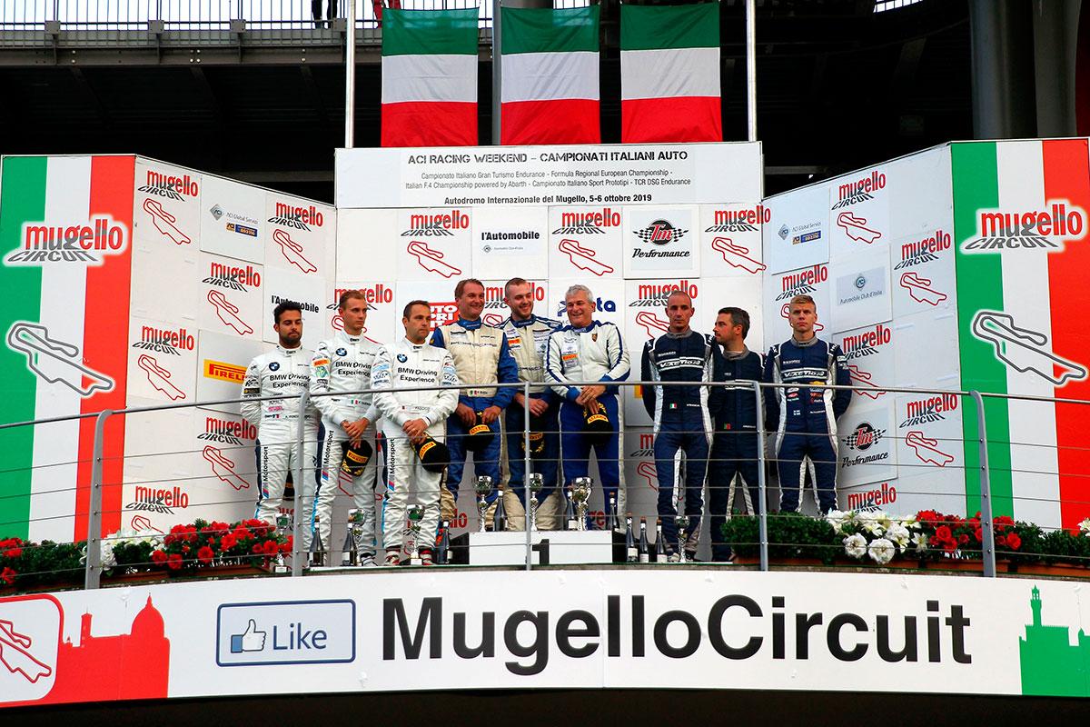 Il podio della GT4 al Mugello