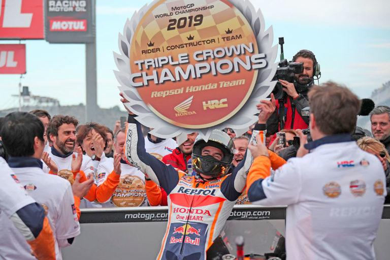 Miglior pilota, miglior team e migliore Casa Costruttrice 2019, questo il bottino di Marc Marquez, l'uomo dei record della MotoGP in questa stagione (Foto Cavalleri-Betti)