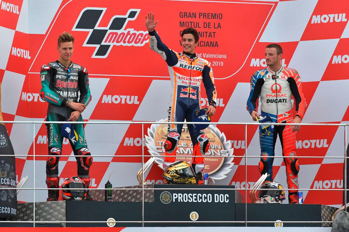 Il podio della MotoGP a Valencia con Marc Marquez, Fabio Quarararo e Jack Miller (Foto Cavalleri-Betti)