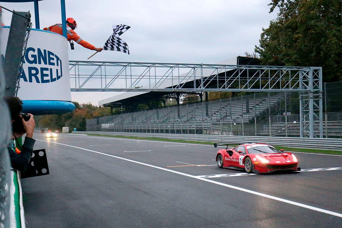 Sorpresa in gara 1 con il gentleman driver nipponico Ken Abe e il veloce Christian Colombo che transitano per primi sotto la bandiera a scacchi con la Ferrari di AF Corse