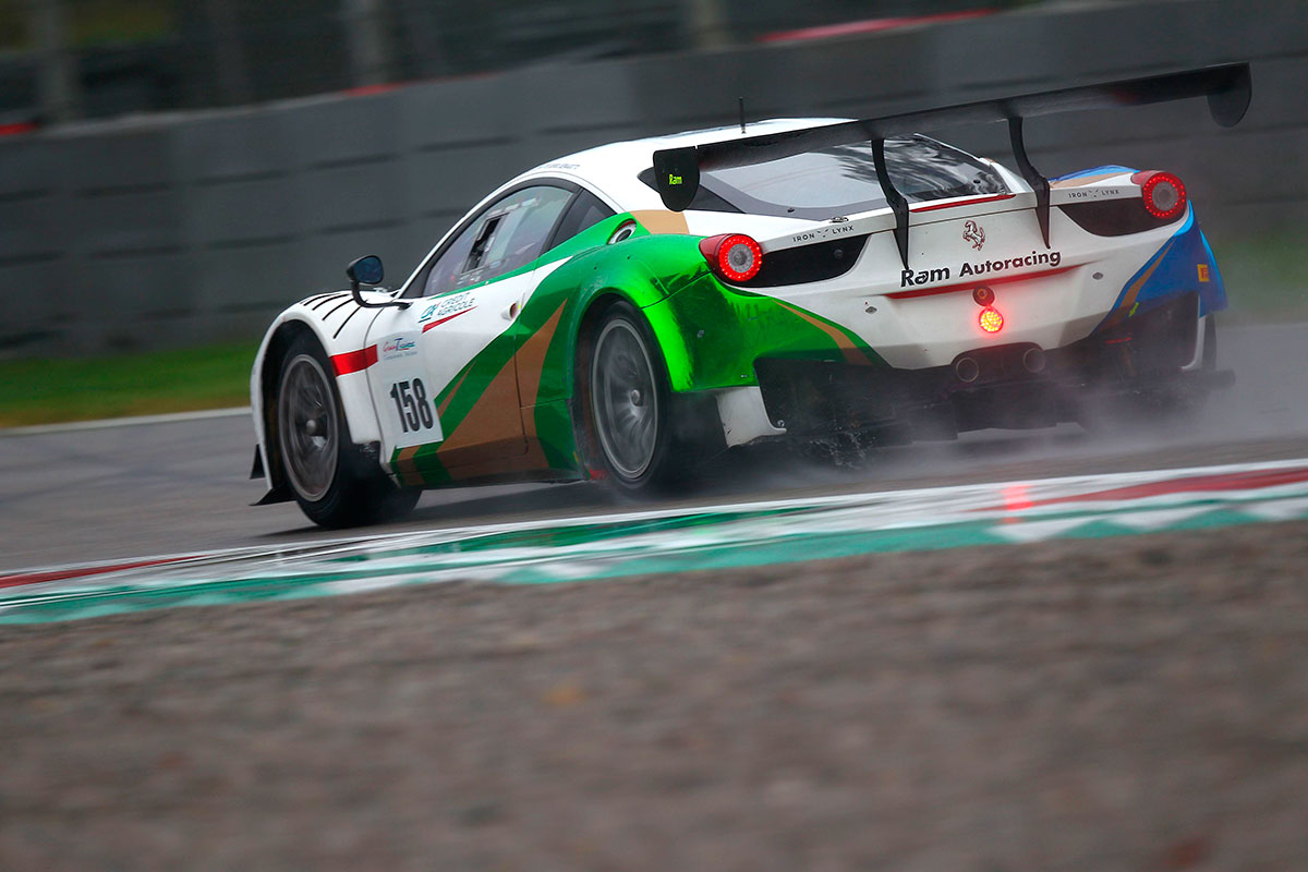 In GT Light svettano Alberto Lippi e Giorgio Sernagiotto con la Ferrari 458 di Iron Lynx