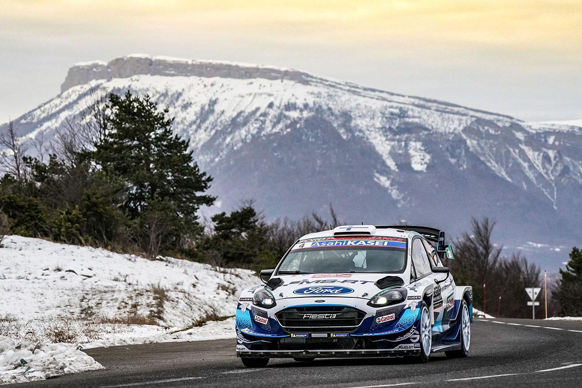 Prima Ford Fiesta WRC targata M-Sport ai piedi del podio con Esa-Pekka Lappi e Janne Ferm.