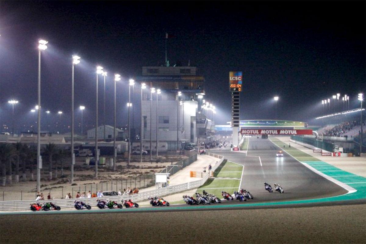 Lo start di gara 2 sul circuito di Losail in Qatar, l'ultima della stagione WSBK 2019
