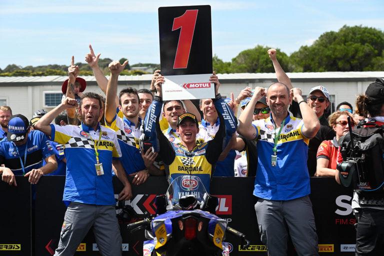Nella gara WSSP di Phillip Island Andrea Locatelli trionfa con la Yamaha YZF R6 di Bardahl Evan Brothers