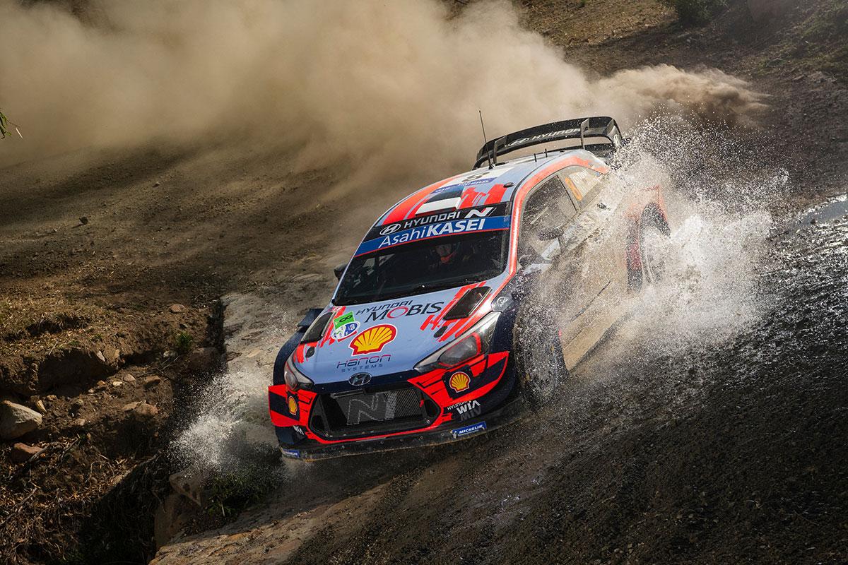 Ott Tanak e Martin Jarveoja con la Hyundai i20 Coupé WRC conquistano il secondo gradino del podio