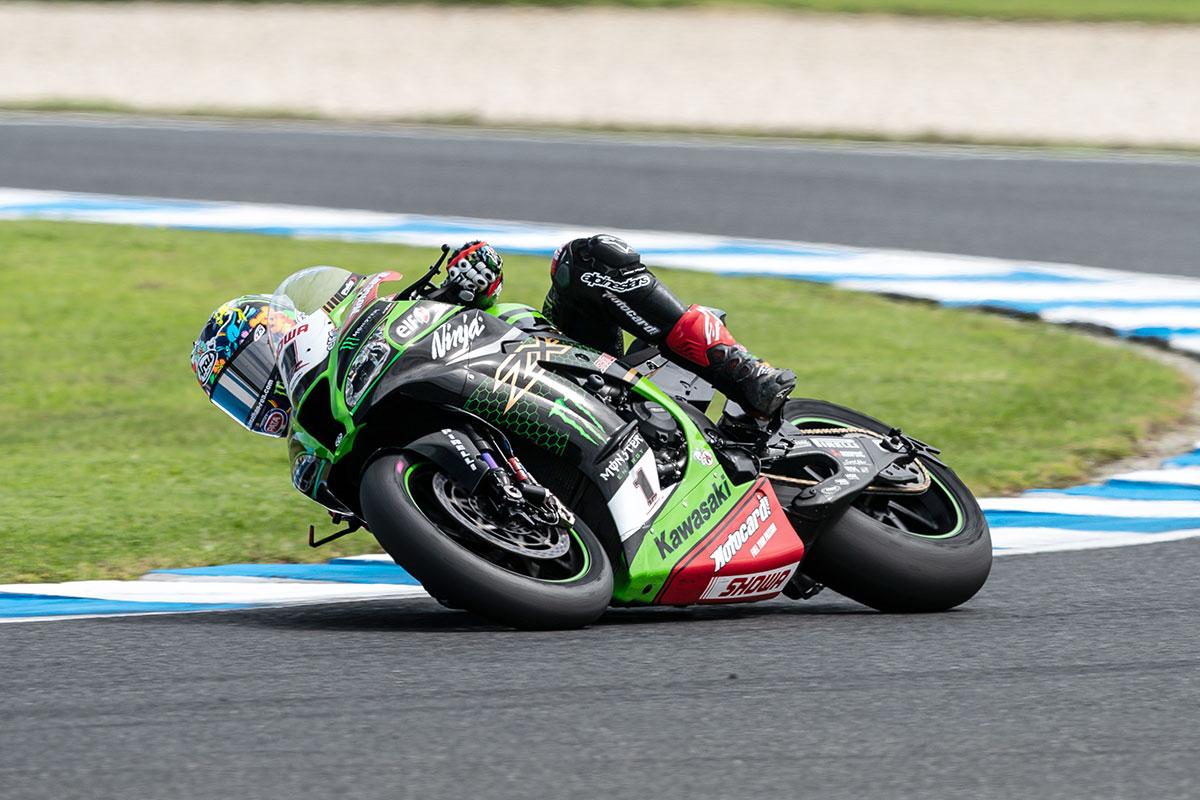Il campione in carica Jonathan Rea, come sempre alla guida della Kawasaki ZX-10 RR, si aggiudica la Superpole Race