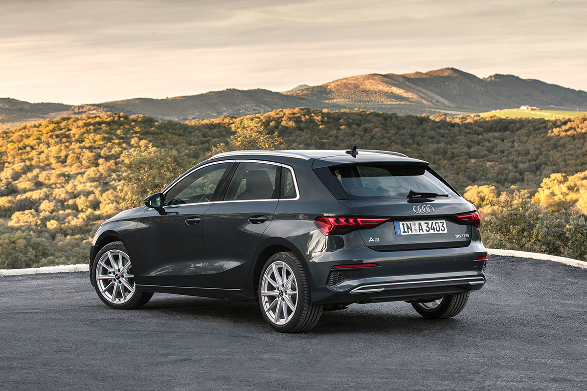Look sportivo per la nuova Audi A3 Sportback con fiancate svasate dall'andamento concavo